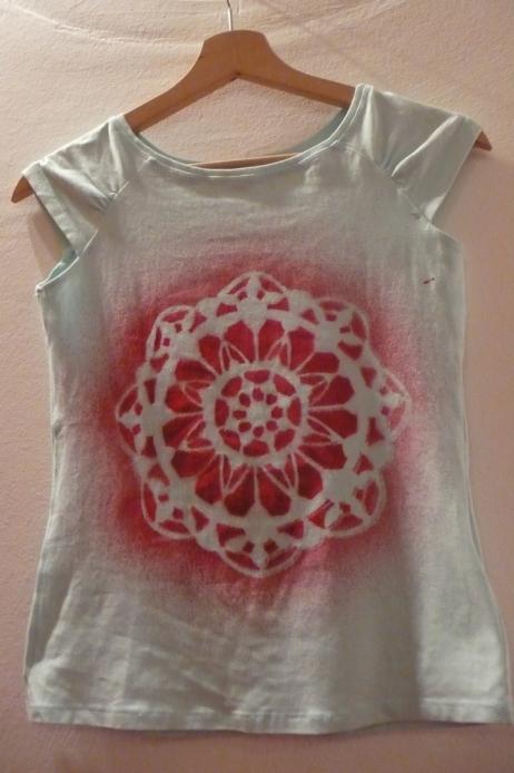 white-shirt-red